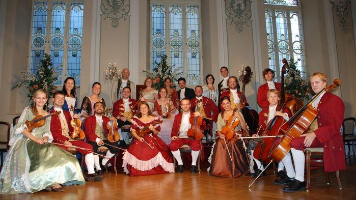Mozartafton på Stiftskeller St. Peter. Under middagen underhåller musiker och solister i tidstypiska kläder.
