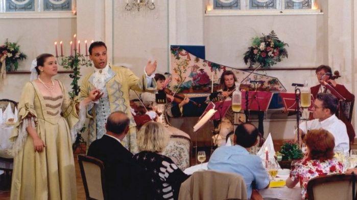 På Mozartaftonen framförs musik hämtad ur Mozarts rika produktion som kända stycken ur Don Juan, Figaros bröllop och Trollflöjten.