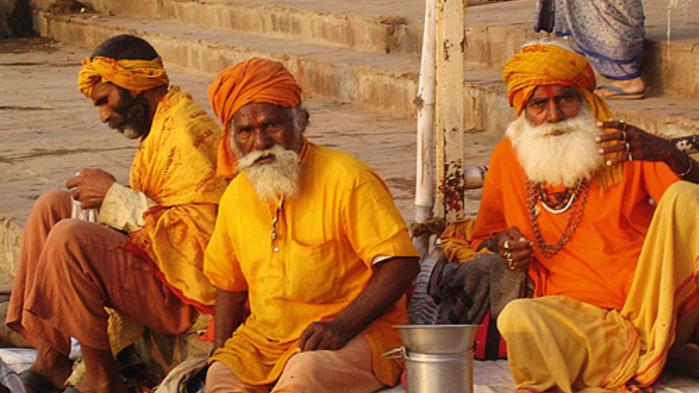 Heliga män i Varanasi