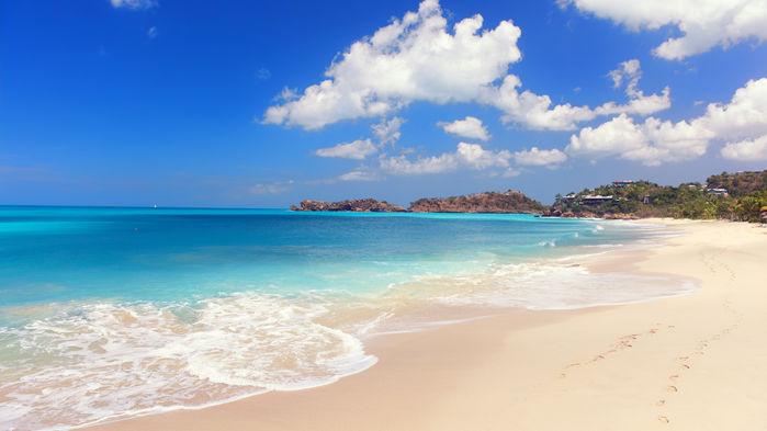 Antigua sägs ha 365 stränder – en för varje dag på året. Här möter man drömmen om Karibien! Turkosblått hav, vajande palmer och vita stränder. Antigua erbjuder det bästa av Karibien – i ett lagom stort format.