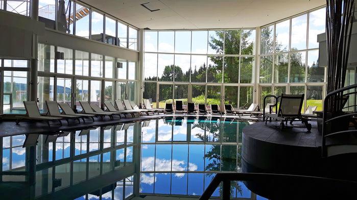 Selma Spa Hotel var landets första spa-hotell. Här finns bubblande jacuzzis och en stor pool att simma eller vattengympa i. Två pass med skön vattengymnastik ingår i resans pris.