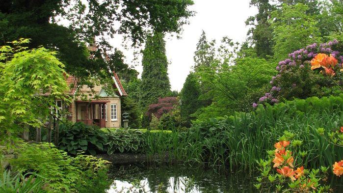 Ulriksdals Trädgårdar ägs och drivs av Ingalill Nyström. Hon berättar om Arts-and-Crafts Movement, en konstinriktning i Storbrittanien i slutet av 1800-talet.