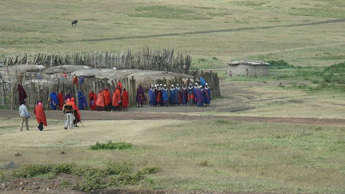 Massajby på vägen mellan Ngorongoro och Serengeti