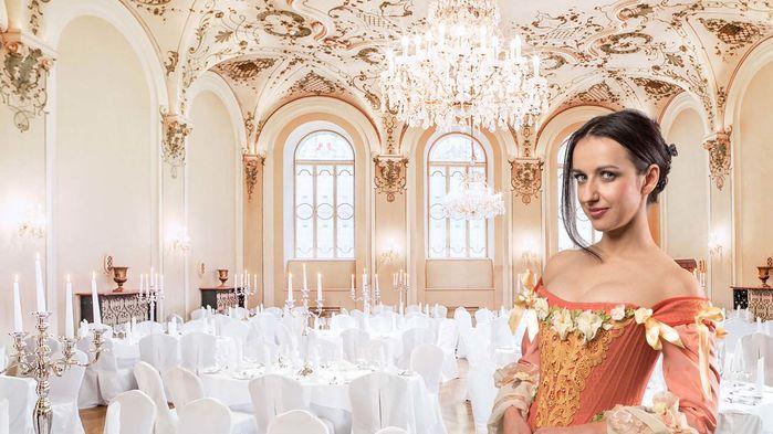 Barocksaal står uppdukad till fest och levande ljus lyser på väggarnas fresker och stuckatur.
