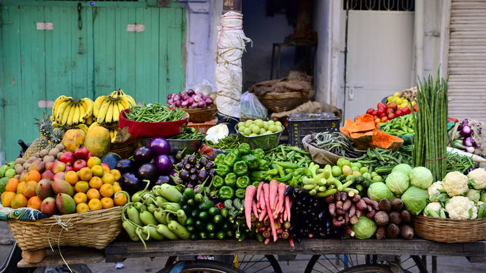 Frukt- och grönsakerna kommer rullande