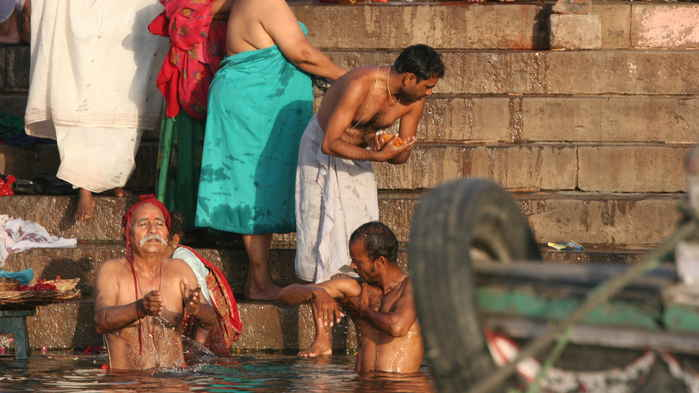 Rituella bad i Ganges / Varanasi