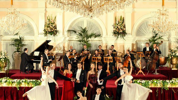 Vi får lyssna till de berömda kompositörernas mästerverk i en elegant show med operasångare och balettdansörer. Före konserten serveras en fyrarätters meny med måltidsdryck.